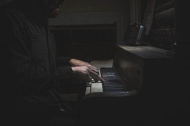 Ich beim Klavierspiel